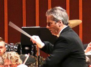 Steven Mercurio leads the ČNSO in Dvořák's Symphony No. 9