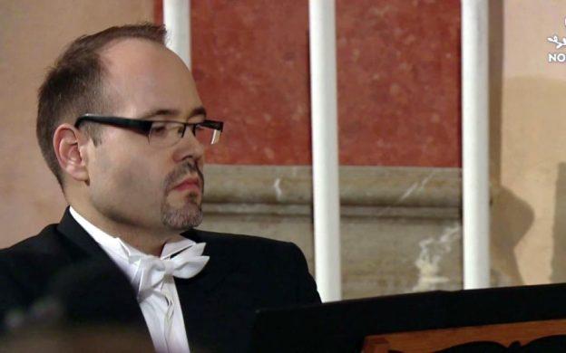 Martin Hroch at the harpsichord.