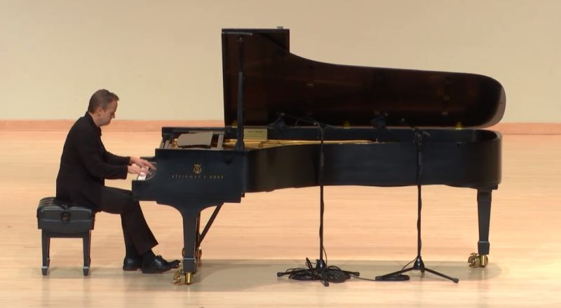 pianist Robert Henry. (source: videoi stream capture)