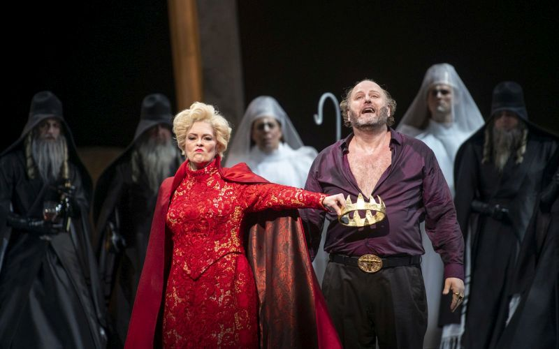 Jennifer Larmore as Herodias and Frank van Aken as Herod Antipas.