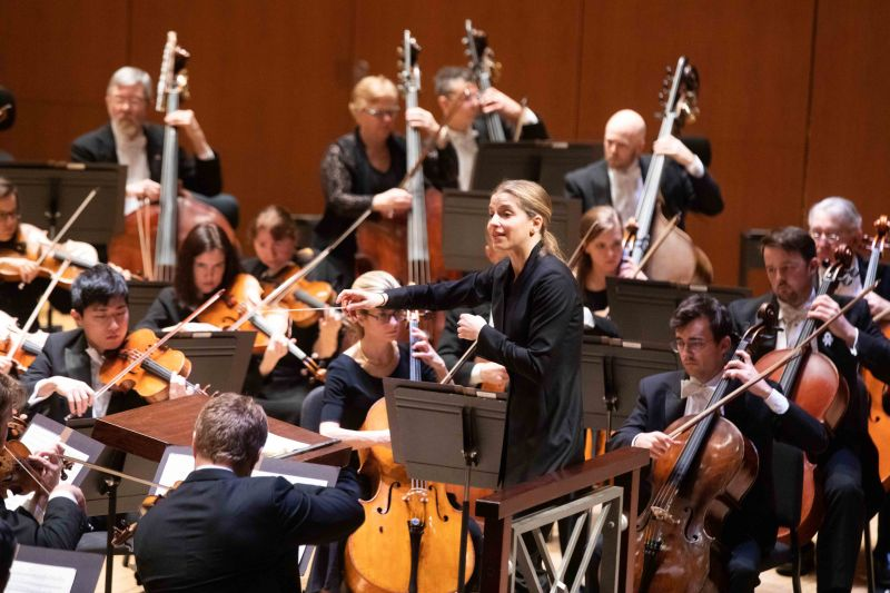 Canellakis conducts Beethoven's Leonore Overture No. 3. (Credit : Jeff Roffman)