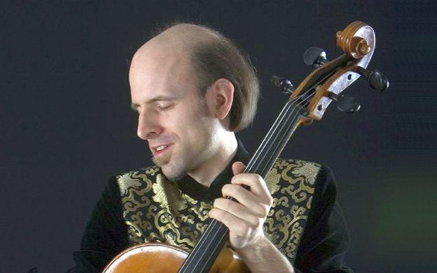 Cellist André Laurent O'Neil. (source: InstantEancore)