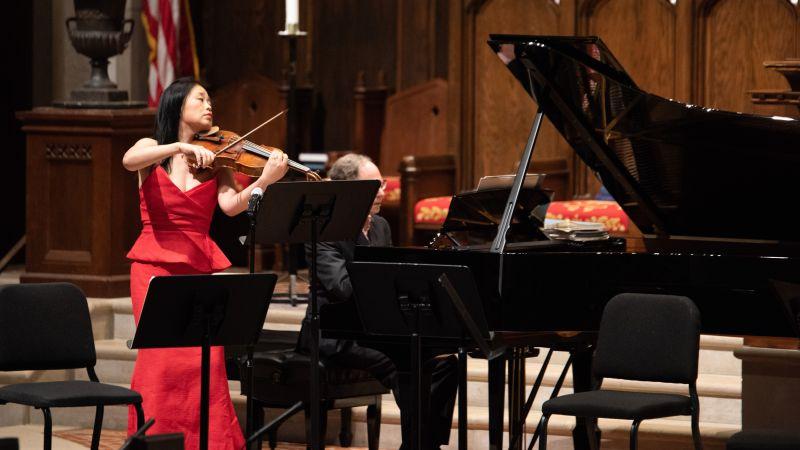 Yinzi Kong, viola, William Ransom, Piano. (credit: Julia Dokter)