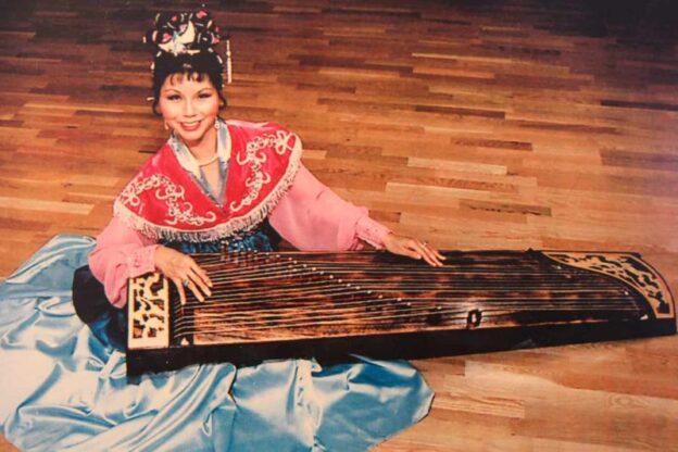 Anjela Jui Lee with a gu-zheng. (courtsey of ajlee.com)