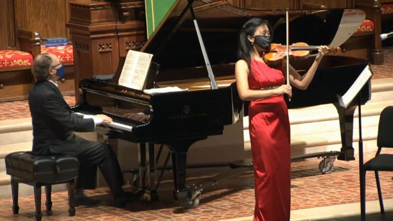l-r: Pianost William Ransom and violinist Helen Hwaya Kim. (source:video capture)
