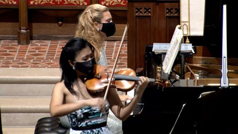 Violinist Helen Hwaya Kim and pianst Julie Coucheron. (video frame capture)