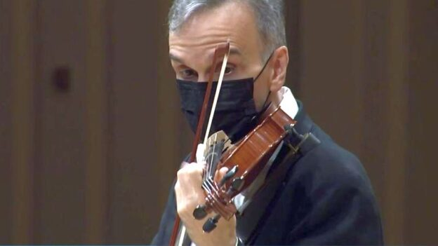 Violinist Gil Shaham solos in Beethoven's Violin Concerto with Robert Spano and the Atlanta Symphony Orchestra. (source: video frame capture, edited)