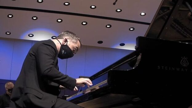 "Pianistb Inon Barnatan perfoming Mozart's ""Piano Concerto No. 21"" with the ASO. (source: Video frame capture / ASO)"