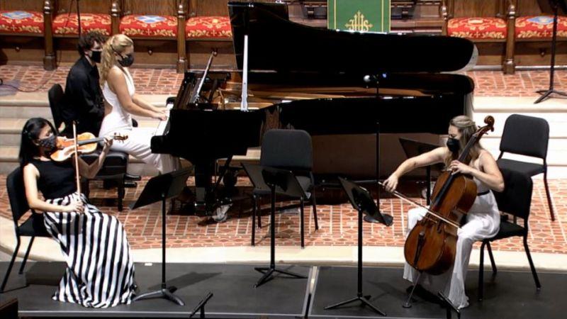 "It takes three to tango: Helen Hwaya Kim, Julie Coucheron and Charae Krueger play Astor Piazzolla's ""Oblivion"" (video frame capture)"