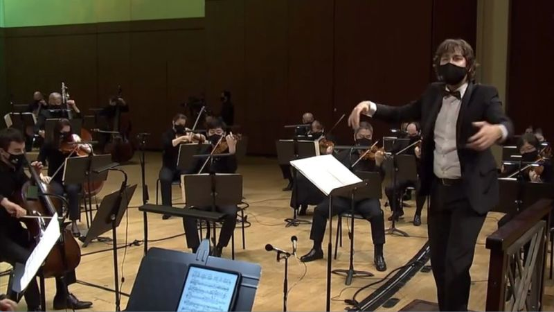 """Maxim Emelyanychev leads the ASO in Vaughan Williams' """"Fantasia on a Theme of Thoms Tallis."""" (video frame capture /ASO)"""