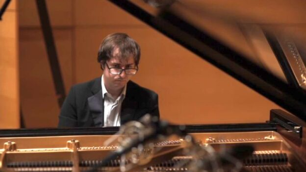 Pianist Kenny Broberg (source: video frame capture)