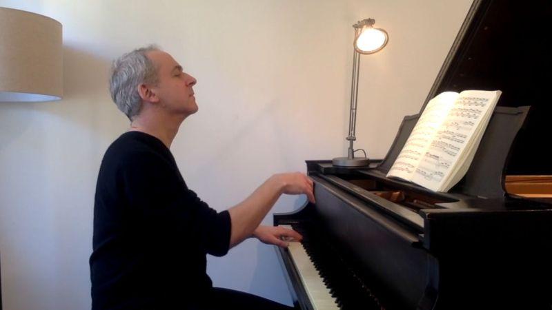 Jeremy Denk plays Bach. (source: video frame capture)