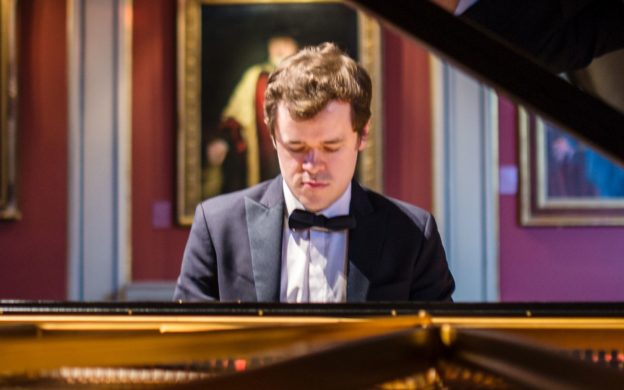 Pianist Benjamin Grosvenor is guest soloist with the Atlanta Symphony Orchestra this week. (photo: Patrick Allen/Opera Omnia)