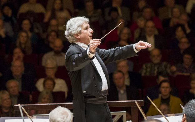 Peter Oundjian conducting the ASO, January 2018 (credit: Raftermen)