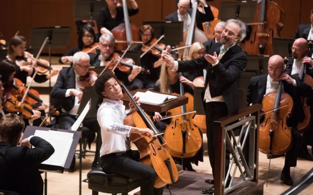Cellist Sheku Kanneh-Mason performs Elgar's Cello Concerto with the Atlanta Symphony Orchestra and guest conductor Carlos Kalmar. (photo: Jeff Roffman)
