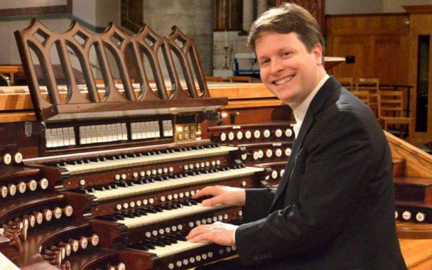 Organist Paul Jacobs (credit: Ficarri Zelek)