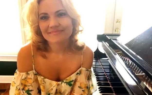 Pianist Julie Coucheron. (Still image from video.)