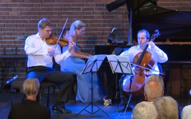 Violinisdt David Coucheron, pianist Julie Coucheron and cellist Efe Baltacigil. (source: video still)