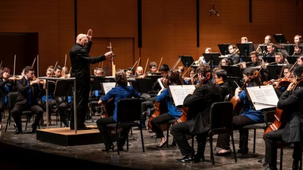 Leon Botstein conducts The Orchestra Now (TON) at Bard College. (photo: David DeNee)
