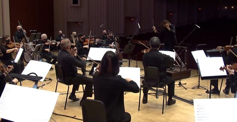 Stutzmann, with baton, conducts Beethoven's (vfc / ASO)Symphony No. 1
