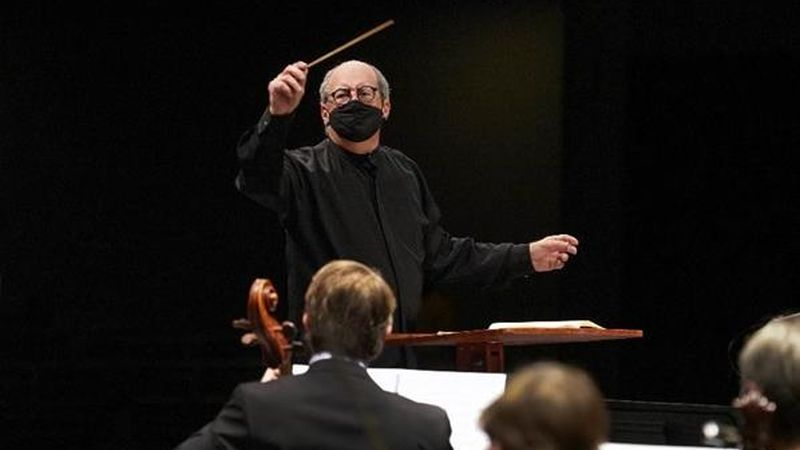 Robert Spano conducts the Fort Worth Symphony Orchestra on January 9, 2021. (credit: Karen Almond)