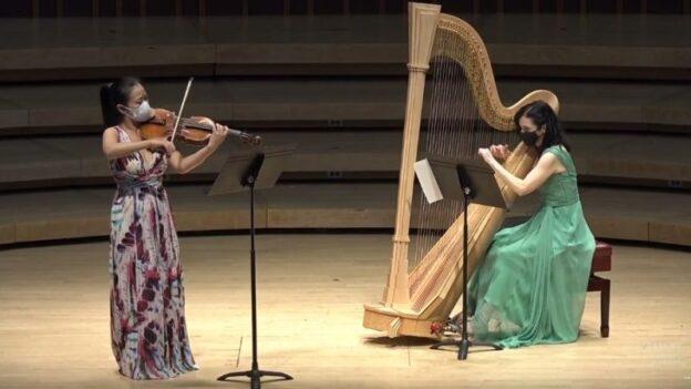 "Violist Yinzi Kong and harpist Elisabeth Remy Johnson performing the ""Fantasy Sonata"" of Sir Arnold Bax. (source: video capture)"