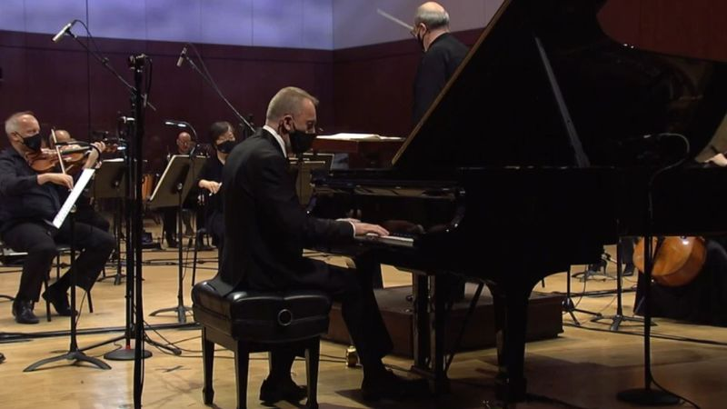 """Pianist Pedja Mužijevič performing Chopin's """"Piano Concerto No. 2"""" with Robert Spano and the Atlanta Symphony Orchestra. (video frame / ASO)"""
