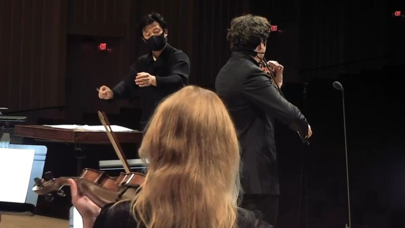 ASO associate conductor Jerry Hou and violinist Augustin Hadelich from an orchestra musician's point of view. (video frame / ASO)