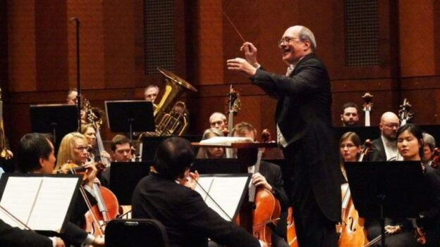 Robert Spano conducting the Fort Worth Symphony Orchestra before the pandemic. (credit: Katie Kelly, Fort Worth Symphony Orchestra Association)