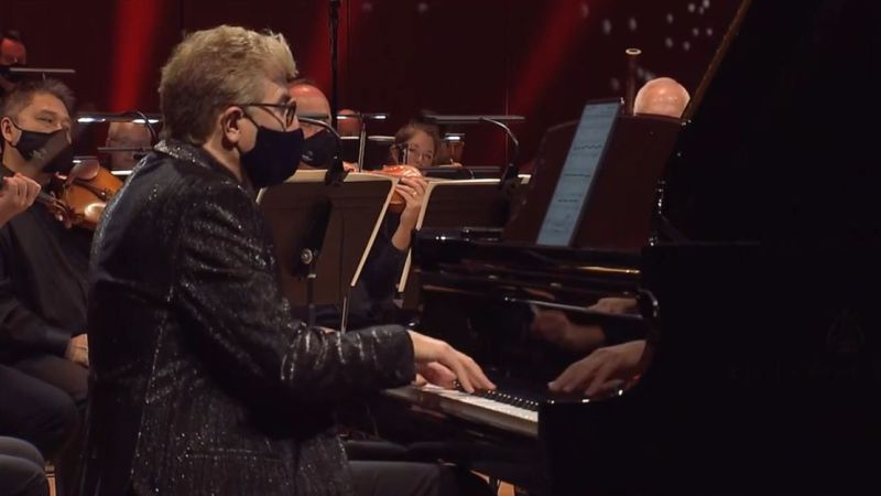 """Pianist Jean-Yves Thibaudet performing Aaron Zigman's """"Tango Manos, Concerto for Piano and Orchestra."""" (source:ASO)"""